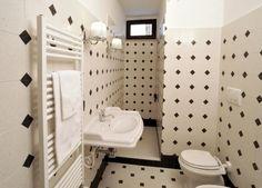 Pavimento e rivestimento tappeto t18 #bagno #white #black #multicolor #decorigeometrici #tiling #terrazzotile #bathroom #detail #graniglia #pavimento #artigianato #handmade #decoration #creative #bespoke #madeinitaly #interiordesign #floors #floortile