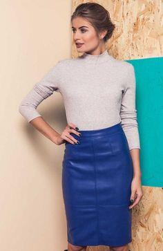 Cover GR1102 spódnica niebieska Rewelacyjna spódnica, wykonana z miękkiej ekoskóry, dól spódnicy nie jest wykończony, co daje efekt naturalnej skóry