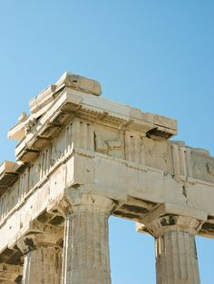 Detail of the Parthenon's entablature at the northeast corner. Is that a jaguar gargoyle? Greece Architecture, Ancient Greek Architecture, Gothic Architecture, Classical Architecture, Architecture Details, Hellenistic Period, Parthenon, Grand Mosque, Mayan Ruins