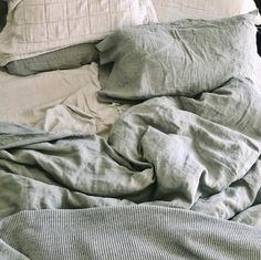 """COYUCHI on Instagram: """"Loving the colors and textures of this cozy linen bed from @thelovelylindsey"""" Linen Sheets, Linen Duvet, Cotton Bedding, Organic Cotton Sheets, Maine House, Flat Sheets, Duvet Covers, Towels, Shops"""