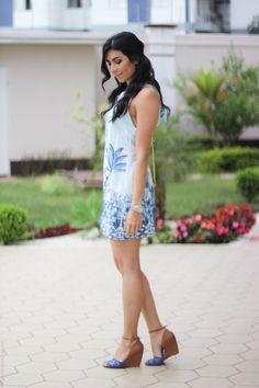 look do dia vestido azul estampa farm bolsa amarela arezzo moda fashion estilo streetstyle borboletas na carteira-2