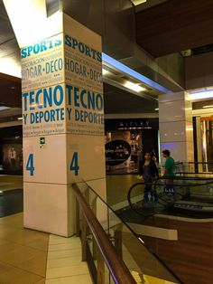 Compras em Santiago: vale a pena? Foto Casual, Broadway Shows, Basketball Court, Shopping, Shopping Tips, Feather, Traveling, Santiago, Sports