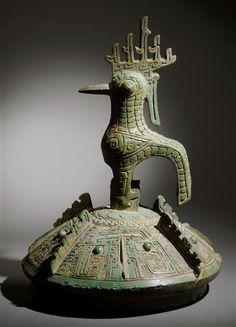 Couvercle avec oiseau et masque taotie – Shang Dynasty bronze – Musée Guimet.