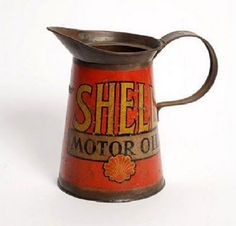 Shell motor oil can Old Gas Pumps, Vintage Gas Pumps, Vintage Oil Cans, Vintage Tins, Royal Dutch, Pompe A Essence, Old Garage, Old Gas Stations, O Gas