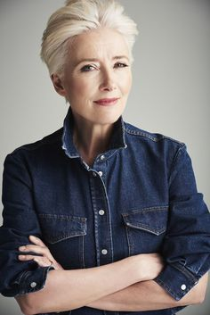 Emma Thompson writes exclusively about her marriage to Greg Wise, being a mum, a career in acting and speaking out against Harvey Weinstein for Red. Emma Thompson, Wise Women, Strong Women, Beautiful Old Woman, Beautiful People, Short Grey Hair, Short Hair Styles, Short Hairstyles Over 50, Neuer Job