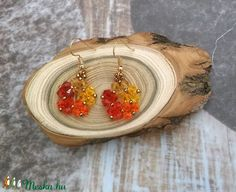 Bájos, kis csillogó, vidám színeske :)   Bicone üveggyöngyökből (nem Zwarovski) készült fülbevaló. Arany színű, nikkelmentes fülbevaló alapra tettem.  Hossza 2 cm. Drop Earrings, Bracelets, Jewelry, Bangles, Jewellery Making, Jewels, Jewlery, Bracelet, Jewerly