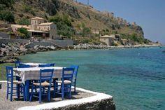 Το arttravel.gr γύρισε την Ελλάδα κι εντόπισε τα καλύτερα εστιατόρια και ταβέρνες με κορυφαία κουζίνα και τραπεζάκια που σχεδόν ακουμπούν στο κύμα