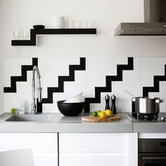 4-contemporary-black-and-white-kitchens-ideas-Geometric-kitchen-splashback | Home Interior Design, Kitchen and Bathroom Designs, Architecture and Decorating Ideas