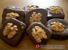 Καριόκες και τρουφάκια #sintagespareas (Chocolate covered biscuits with cognac)