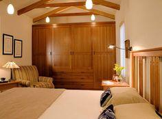 Craftsman Bedroom Design Ideas, Pictures, Remodel, and Decor - page 2 Closet Bedroom, Girls Bedroom, Master Bedroom, Bedroom Decor, Reach In Closet, Shaker Cabinets, Bedroom Pictures, Traditional Bedroom, Closet Designs