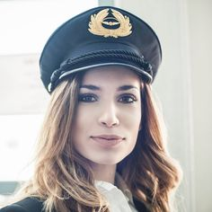7 Travel Beauty Secrets Only Flight Attendants Know: When it comes to flying, pilots and flight attendants are the professionals.
