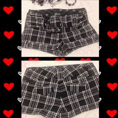 SUPER CUTE GUESS SHORTSNWOT SUPER CUTE GUESS SHORTS BLACK AND WHITE PLATE DESIGN SIZE EXTRA SMALL SHORT SHORTS Guess Shorts