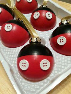 Mickey Mouse Christmas ornaments. . Más
