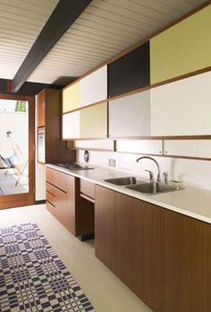 Mid-Century Modern Bobertz Residence by Craig Ellwood & Associates, Mid Century Modern Kitchen, Mid Century Modern Design, Mid Century Decor, Mid Century House, Modern Kitchen Design, Kitchen Designs, Midcentury Modern, Home Remodeling, Kitchen Remodel