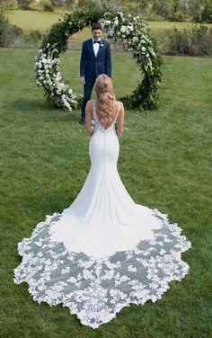 Maravilloso vestido de #novia, corte sirena con espalda descubierta, precioso! Wonderful Mermaid court #wedding dress with bare back www.evento.love www.deboda.love #weddingideas