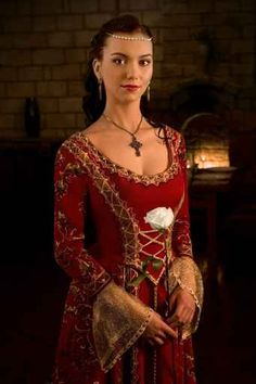 Vestido con el que Isabel de Ayala va a a la fiesta de palacio donde va a encontrarse con Alex Mackenzie.