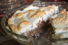 THM-S'mores Pie-this low-carb, sugar-free dessert is a healthy take on that classic campfire snack. Low Carb Sweets, Low Carb Desserts, Healthy Desserts, Just Desserts, Delicious Desserts, Dessert Recipes, Yummy Food, Healthy Recipes, Sugar Free Desserts