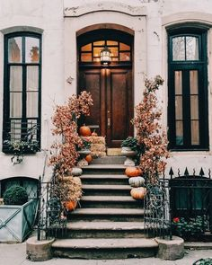 New York Neighbourhood Guides: The West Village (WORLD OF WANDERLUST). Fall inspiration and photo ideas. Things to do during fall. West Village, New York Neighborhoods, World Of Wanderlust, Wanderlust Travel, Autumn Aesthetic, Autumn Home, Autumn Fall, Hello Autumn, Autumn Inspiration