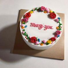 다들 정말 행복해보여! #이파슈크림케이크 #이파슈케이크 #기념일케이크 #생일케이크 #🎂 Pretty Cakes, Cute Cakes, Beautiful Cakes, Amazing Cakes, Ocean Cakes, Cute Baking, Bolo Cake, Take The Cake, Bakery Recipes