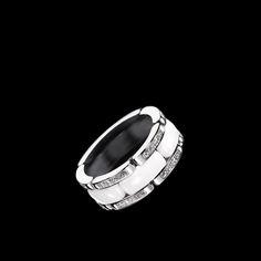 Ultra Ring in 18K white gold, white ceramic and diamonds. Medium version. - Packshot - CHANEL