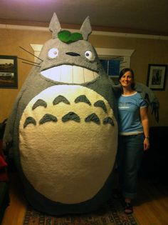 We have to show Totoro! Check out this step-by-step creation of an amazing Totoro costume! It looks so silly when they're building it but it comes out perfect. Epic Cosplay, Cosplay Diy, Amazing Cosplay, Cosplay Costumes, Diy Costumes, Costume Tutorial, Cosplay Tutorial, Hayao Miyazaki, Totoro Costume