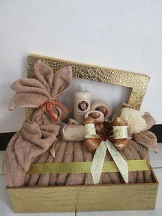 Wedding Decorations Homemade Brides For 2019 Wedding Hamper, Wedding Gift Baskets, Wedding Gift Wrapping, Wedding Gift Boxes, Wedding Gifts For Bride, Wedding Crafts, Bride Gifts, Wedding Ideas, Diy Wedding