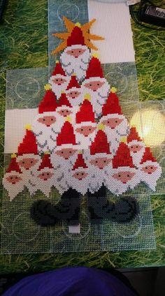 Christmas Perler Beads, Diy Perler Beads, Perler Bead Art, Pony Bead Patterns, Pearler Bead Patterns, Beading Patterns, Christmas Arts And Crafts, Christmas Ornaments To Make, Iron Beads