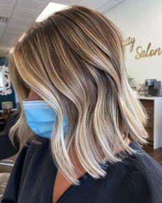 Blonde Lob Hair, Dark Blonde Bobs, Dark Blonde Balayage, Short Balayage, Hair Color Balayage, Highlights Short Hair, Ash Blonde Bob, Sandy Blonde Hair, Balayage Lob