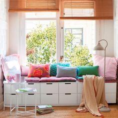 Buen asiento + luz + mesita = rincón de lectura Decor, Furniture, Interior, House, Storage Bench, Kitchen On A Budget, Home Decor, Room, Bow Window