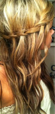 The waterfall braid. I have done this with straight hair before. which looks great. but never considered doing it with waves. Looks very girlie. And somewhat hippy. At what point am I too old to do this to my hair? My Hairstyle, Pretty Hairstyles, Braided Hairstyles, Wedding Hairstyles, Fall Hairstyles, Homecoming Hairstyles, Corte Y Color, Tips Belleza, Clip In Hair Extensions