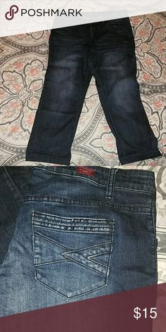 Cropped jeans Gently used condition. Vigold brand. Stud detail on back pockets Vigold Jeans Ankle & Cropped