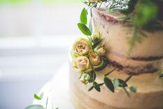 Love this half-naked wedding cake https://mariaassia.com/emotional-nonsuch-mansion-wedding/ #weddingcake #mariaassiaphotography #gettingmarried