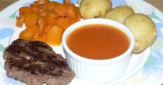 Trop bonne cette sauce BBQ maison!!! Merci Esther pour cette recette, comme Elle a dit: Une belle petite sauce maison pas trop piquante,... Poutine, Esther, Pot Roast, Comme, Sauces, Ethnic Recipes, Food, Homemade Bbq, Braised Beef