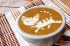 cat or tiger Cappuccino Art, Coffee Latte Art, Cappuccino Machine, Coffee Club, Coffee Lovers, Hot Chocolate Art, Chocolate Shop, But First Coffee, Best Coffee