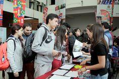 Feria Internacional en el Campus República