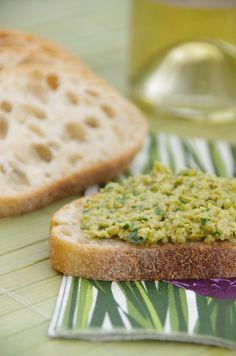 Pistounade à tartiner - Olives vertes, ail, citron, basilic, amandes et huile d'olive pour un apéritif à la Provençale