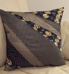 37 ideas diy pillows from shirts Memory Pillow From Shirt, Memory Pillows, Memory Quilts, Tie Pillows, Sewing Pillows, Cushions, Bolster Pillow, Necktie Quilt, Old Ties