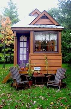 Easy to Build Tiny House Plans! This tiny house design-build video workshop shows how… Tiny Houses For Sale, Little Houses, Tiny House Mobile, Tiny House Movement, Cabins And Cottages, Small Cabins, Small Cottages, Log Cabins, Small Places