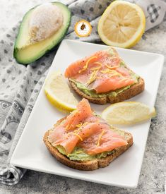 AVOCADO TOAST AL SALMONE sano, gustoso e pronto in 5 minuti!