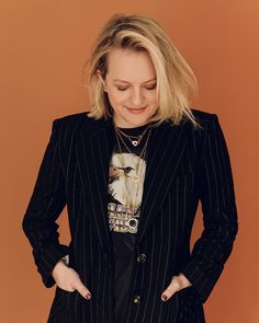 Elisabeth Moss, Green Screen Suit, Best Inner Thigh Workout, Stairs Workout, Losing People, Shirley Jackson, Blonde Roots, Social Media Trends, Invisible Man