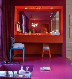 Todo charme de um banheiro colorido. Veja mais: http://www.casadevalentina.com.br/blog/materia/banheiros-coloridos.html  #banheiro #bathroom #cor #color #modern #creative #criativo #decoracao #decor #interior #design #casadevalentina