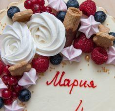 Trochu jiný pohled. Přeji krásné odpoledne. За что я люблю такое фото торта так это за то что можно разглядеть каждую деталь. #cake #dort #krem #dortypodebrady #narozeniny #happybirthday #narozeninovydort #merengue #pusinky #dortpoděbrady #maliny #boruvky #instafood #instasweet #dortprodĕti #pečení #cukroví #sweetcakes #czech #czechrepublic #poděbrady #praha #nymburk #kolin #Pardubice #VelkýOsek #Pečky