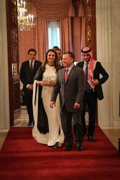 Beautiful queen Rania and king Abdullah from Jordan Queen Rania, Queen Letizia, Jordan Royal Family, King Abdullah, Royal House, Bridesmaid Dresses, Wedding Dresses, British Royals, Royal Families
