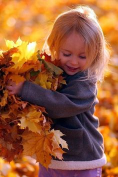 Inspiration to make the most beautiful pictures of your children with autumn Fall Pictures, Fall Photos, Fall Pics, Autumn Photography, Children Photography, Outdoor Photography, Photography Props, Foto Baby, Jolie Photo