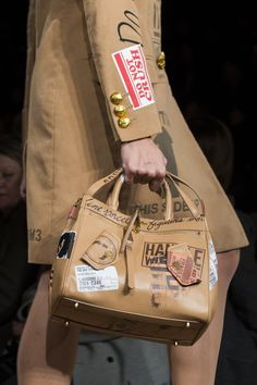 Moschino at Milan Fall 2017 (Details)