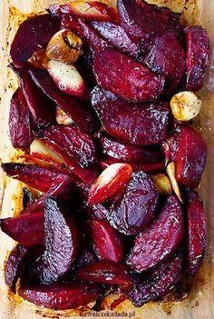 Podle Jamieho Olivera: recept_na_pečenou_červenou_řepu_s_česnekem_main Vegetable Recipes, Vegetarian Recipes, Cooking Recipes, Healthy Recipes, Healthy Snacks, Healthy Eating, Gozleme, Food Design, Tasty Dishes
