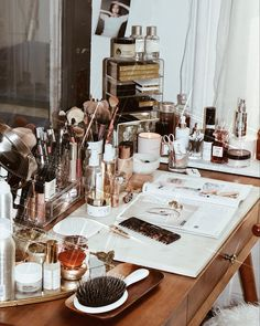 Vanity Organization, Makeup Storage, Dressing Area, Dressing Tables, Makeup Beauty Room, Art Deco Furniture, Furniture Design, Night Makeup, Vanity Decor