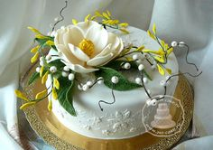 Торт с цветком магнолии