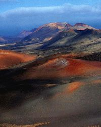 Lanzarote - nationaal park Timanfaya One of the world's true gems Places To Travel, Places To See, Holiday Places, Island Beach, Canary Islands, Spain Travel, Strand, Beautiful Places, National Parks