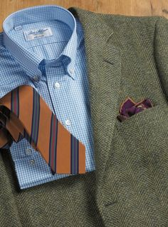 Our heathery green tweed wool is woven in Scotland and then cut into our Authentic American style with patch and flap pockets and lapped sea. Tweed Sport Coat, Tweed Jacket, Sport Coats, Big Men Fashion, Suit Fashion, Sharp Dressed Man, Well Dressed Men, Business Professional Women, Blazer Outfits Men